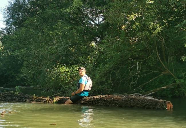 Rodený Tarzan nepotrebuje na to kanoe!